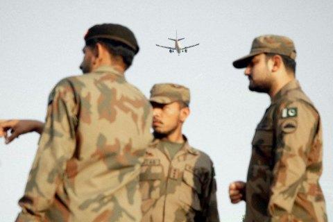 Під час вибуху бомби в Пакистані загинули 8 солдатів