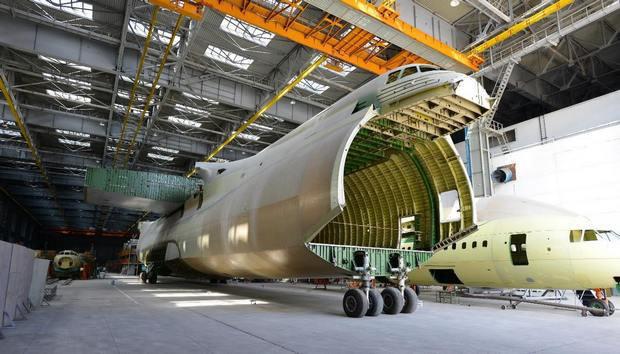 "Фюзеляж второго экземпляра Ан-225 в цеху ГП ""Антонов"""
