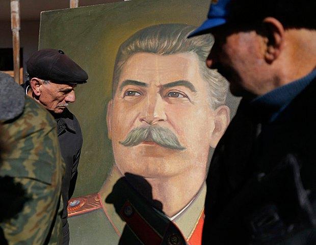 Но есть и те, кто все еще отмечает День рождения Сталина, Гори, Грузия, 21 декабря 2016.