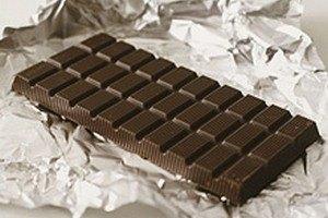 У Донецьку 18-річним виборцям дарують шоколадки за участь у виборах