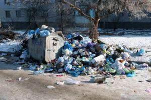 КГГА: накопившийся за выходные мусор почти вывезен
