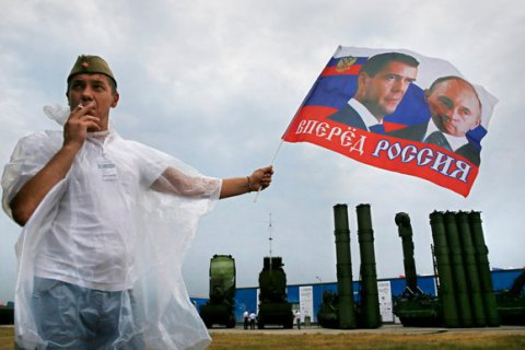 Третина росіян не знають порядок смуг на своєму прапорі