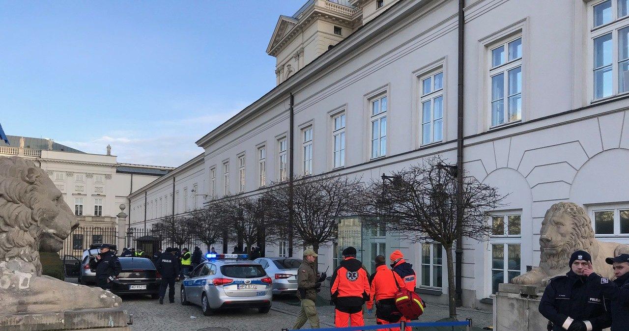 Мужчина на автомобиле пытался протаранить ворота президентского дворца в Варшаве