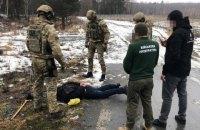 Двоє чоловіків продавали зброю і боєприпаси, вкрадені з військової частини на Житомирщині
