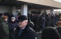 Жители львовского поселка вышли на митинг из-за слухов о размещении в местном санатории украинцев из Китая
