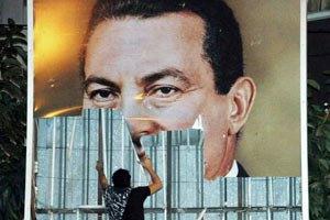 У суда, где будут судить Мубарака, начались столкновения