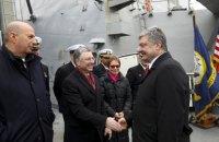 Порошенко и Волкер посетили американский ракетный эсминец в Одессе