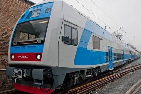 """""""Укрзализныця"""" запустила двухэтажный поезд между Киевом и Тернополем"""