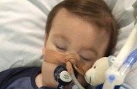 В Британии умер двухлетний Альфи Эванс, которого суд запретил лечить за границей