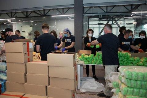 """В офісі """"ЄС"""" з початку карантину зібрали 25 тис. продуктових наборів для нужденних"""