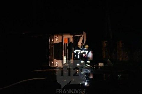 У селищі біля Коломиї перекинувся бензовоз з 38 тоннами палива