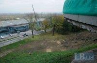 Киевсовет разрешил вырубить деревья в Мариинском парке возле обзорной площадки