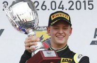 Сын Шумахера выиграл первую гонку в Формуле-4
