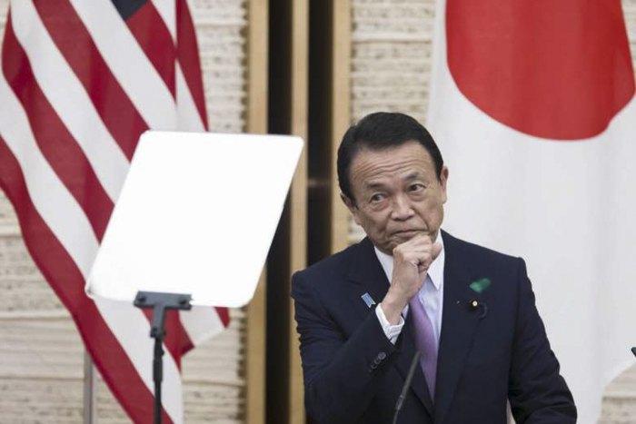 Таро Асо во время японско-американских переговоров в Токио, 18 апреля 2020