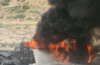 В Афганистане в результате возгорания десятков бензовозов с нефтью погибли по меньшей мере семь человек