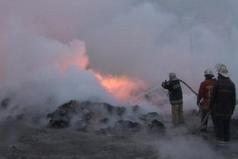 У передмісті Харкова загорілися ємності з бензином