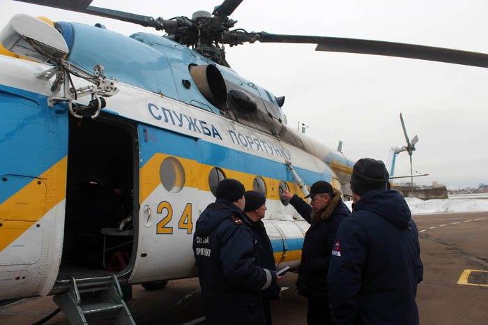Спасатели привлекли вертолет для поиска двух пропавших мужчин