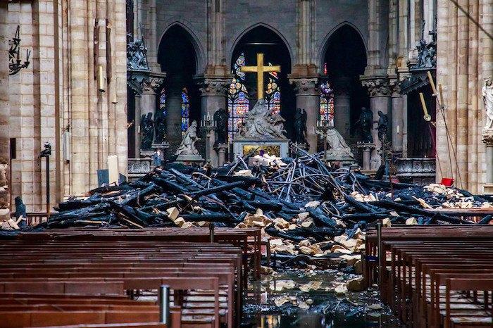 Результат пожежі в Нотр-Дам-де-Парі