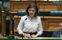 """Депутатка з Нової Зеландії під час засідання парламенту відповіла опонентові мемом """"Окей, бумер"""""""