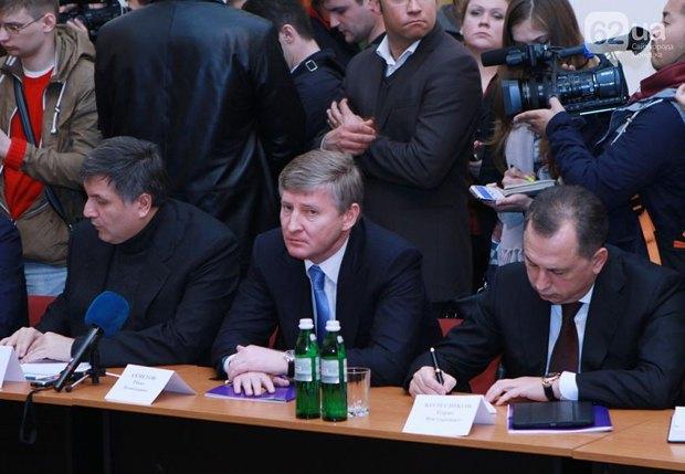 Ринат Ахметов во время встречи Арсеня Яценюка с представителями региональной власти и бизнеса востока Украины
