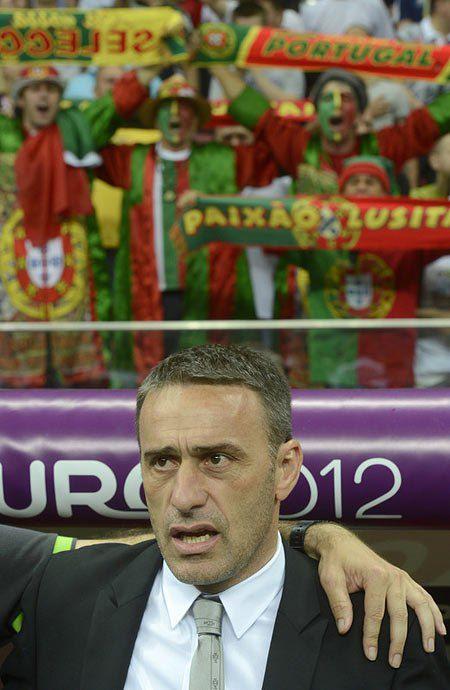 Паулу Бенту, тренер збірної Португалії під час матчу