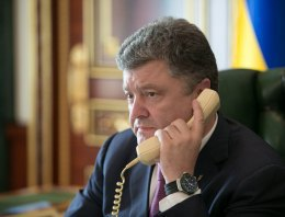 Порошенко обговорив з Меркель і Олланд питання продовження санкцій проти РФ