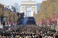 В Париже с рок-звездой Джонни Холлидеем вышли попрощаться больше 100 тыс. человек