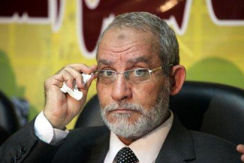 """Египетский суд отправил на пересмотр дело лидера """"Братьев-мусульман"""""""