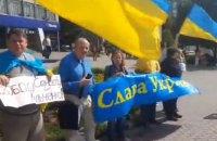 В Петербурге и Новосибирске прошли пикеты ко Дню Независимости Украины