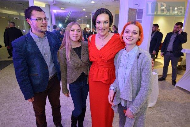 Соня Кошкина и студенты института журналистики
