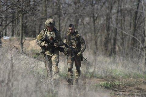 Оккупанты 11 раз обстреляли позиции украинских войск на Донбассе