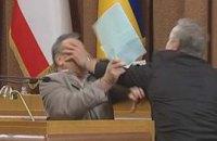 Крымские депутаты устроили драку в  парламенте