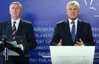 Кокс и Квасьневский попросили Януковича помиловать Луценко