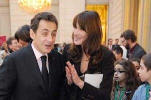 Саркозі з дружиною залишили Єлисейський палац