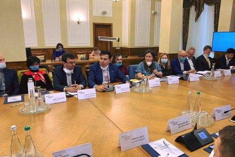Саакашвили с бизнесменами побывал в Офисе генпрокурора