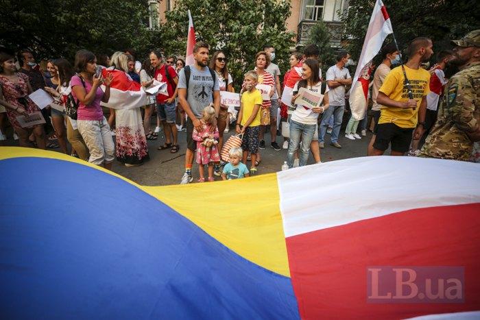 Акция в поддержку Беларуси под поссольством в Киеве