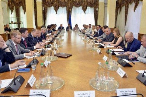 Луценко і Грицак зустрілися із західними послами для пояснень у справі Бабченка