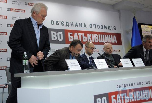 Слева направо: Аркадий Корнацкий, Леонид Даценко, Арсений Яценюк, Александр Турчинов и Николай Булатецкий