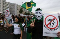 У Бразилії на антикорупційний мітинг вийшли сотні тисяч людей