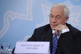 Азаров признался в неспособности обуздать цены