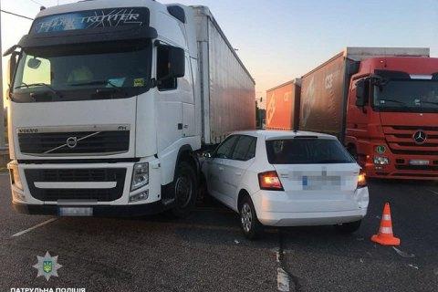 На трассе Киев - Чоп столкнулись семь автомобилей