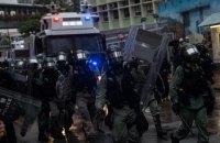 В Гонконге для подавления протестов на улицы впервые вывели водометы