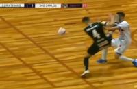 У чемпіонаті Бразилії з футзалу гравець відправив суперника в глибокий нокаут ударом кунг-фу