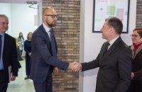 Яценюк обговорив з Волкером політичну ситуацію в Україні