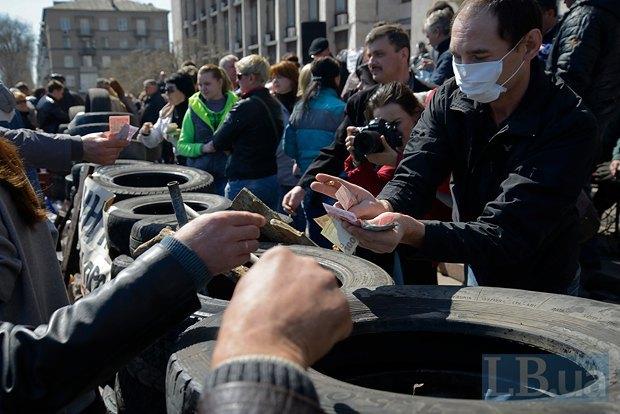 Местные жители помогают сепаратистам материально - на бензин и еду