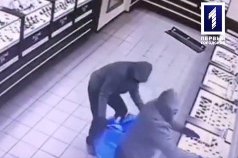 Четверо мужчин в масках ограбили ювелирный магазин в Кривом Роге