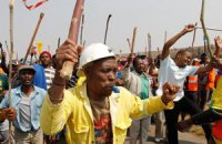 В ЮАР подрались преставители двух шахтерских профсоюзов