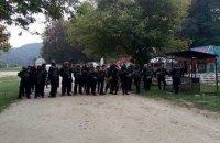 Полиция нашла 50 одетых в униформу людей Семенченко в пригороде Львова (обновлено)