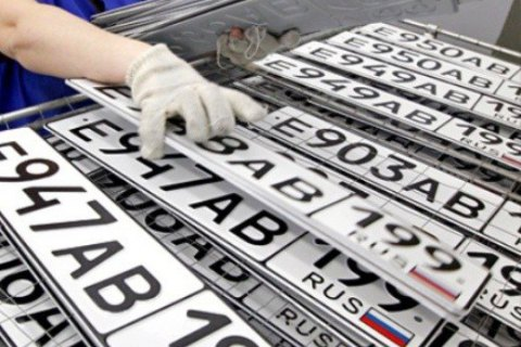Крымских водителей обязали поменять украинские номера на российские до 1 апреля