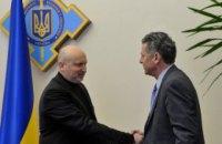 Турчинов обсудил аспекты введения миротворцев на Донбасс с поверенным в делах США при ОБСЕ